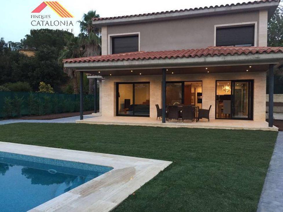 casa moderna con piscina free casa moderna de dos niveles