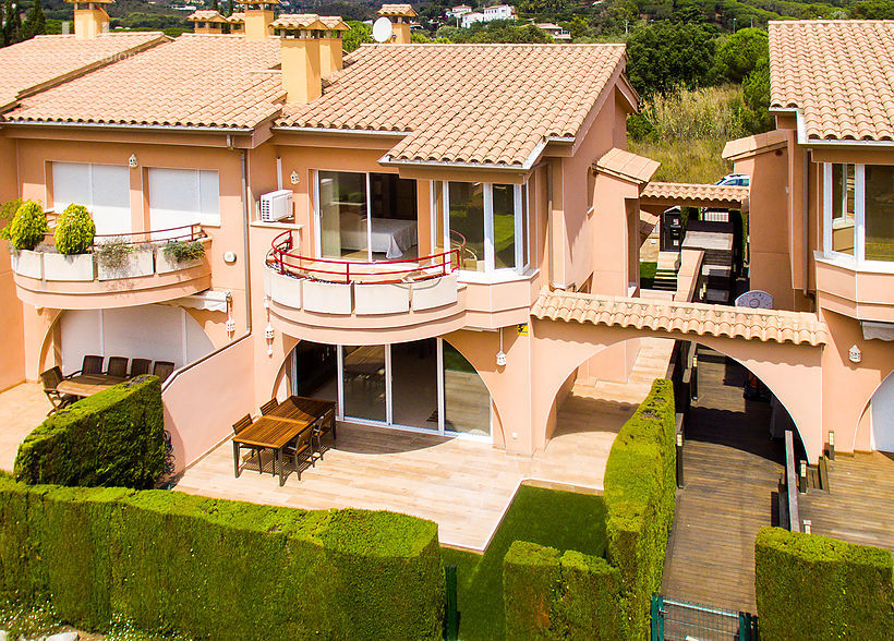 Impeccable semi detached house with unbeatable location in Playa de Aro