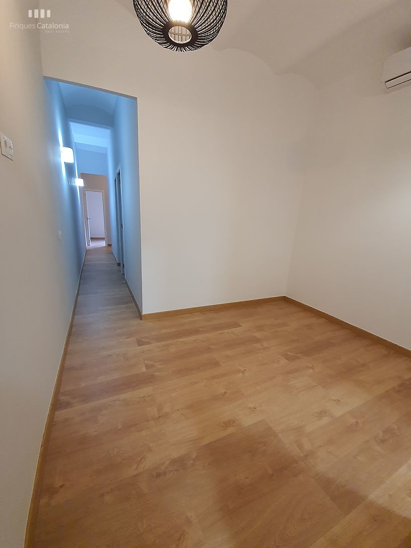 Exterior floor, completely renovated and 55m design, located between Clot and glòries shopping area.