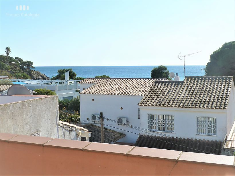 Duplex penthouse of 140 m2 with 6 rooms and sea views in the Fosca Palamós
