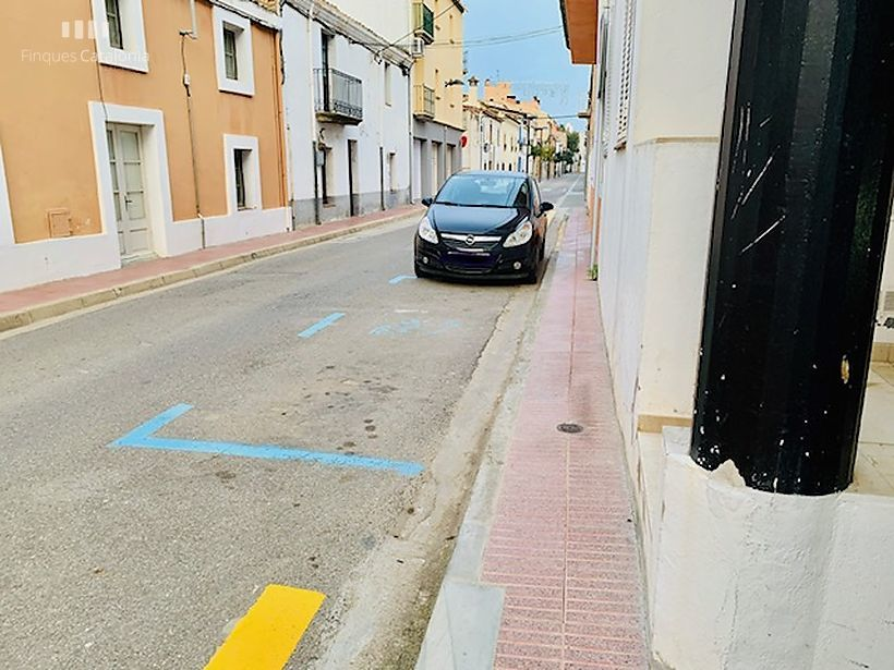 Pack de six places de parking et un débarras en 3ème ligne de Sant Antoni de Calonge.