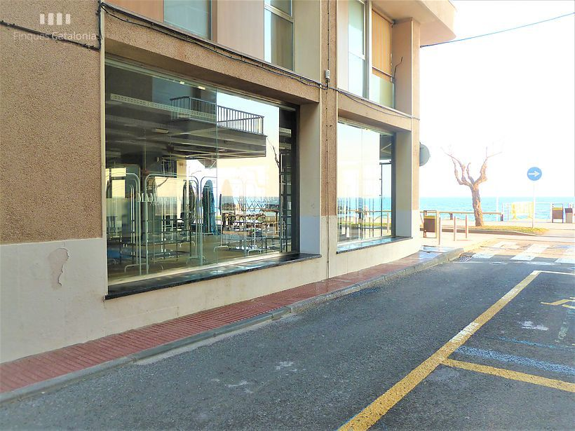 Commercial premises of 100 m2 with sea views in the first line of Sant Antoni de Calonge
