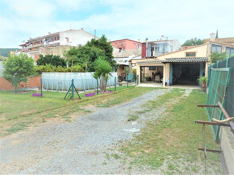 Maison de ville et appartement, total 7 pièces, grand patio et piscine à Calonge