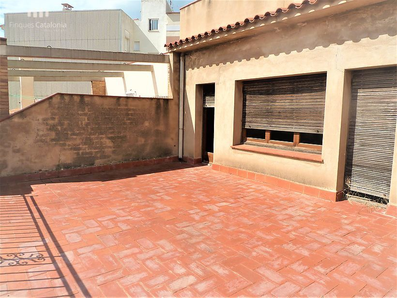 Semi-detached house of 330 m2 with 5 bedrooms and 4 large terraces in Sant Feliu de Guixols