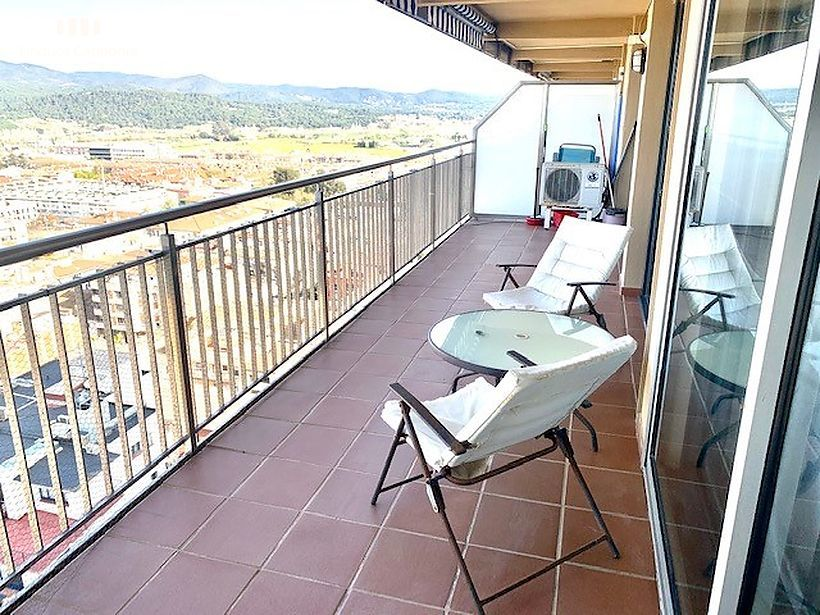 Refurbished apartment in first line of Palamós with lateral sea views
